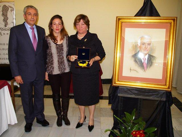 Entrega de la Medalla al Mérito Colegial a título póstumo a Cesáreo García