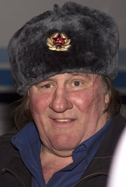 El actor Gerard Depardieu con un gorro ruso