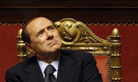 """Berlusconi rechaza volver a las urnas y llama a """"reflexionar por el bien de Italia"""""""