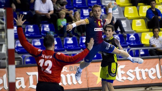 Víctor Tomás con el FC Barcelona Intersport de balonmano