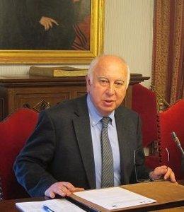 Juan Casares Long, rector de Santiago de Compostela