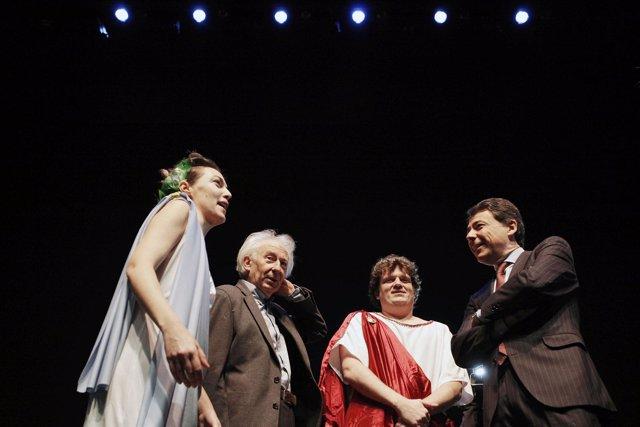 Ignacio González y Albert Boadella en los Teatros del Canal