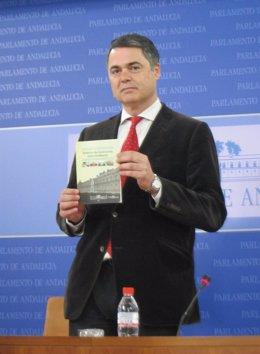 El portavoz del Grupo Popular, Carlos Rojas, hoy en rueda de prensa