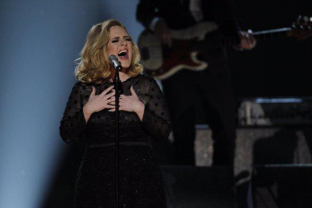 Adele Durante Su Actuación En Los Grammy 2012