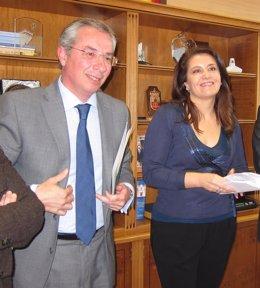 Carmen Crespo, delegada del Gobierno en Andalucía, junto al subdelegado en Cádiz