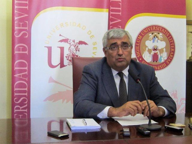 El rector de la Universidad de Sevilla, Antonio Ramírez de Arellano