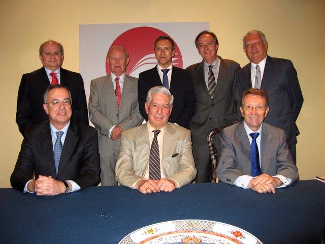 Vargas Llosa Y Los Miembros Del Patronato De La Fundación Biblioteca Virtual