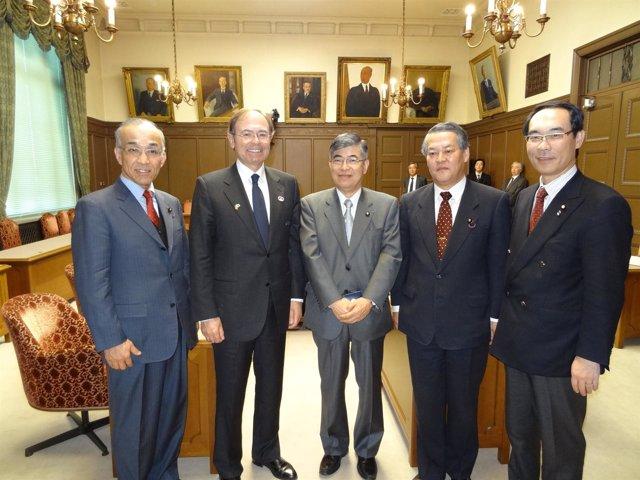 Pio García-Escudero con el japonés Toshiyuki Kato