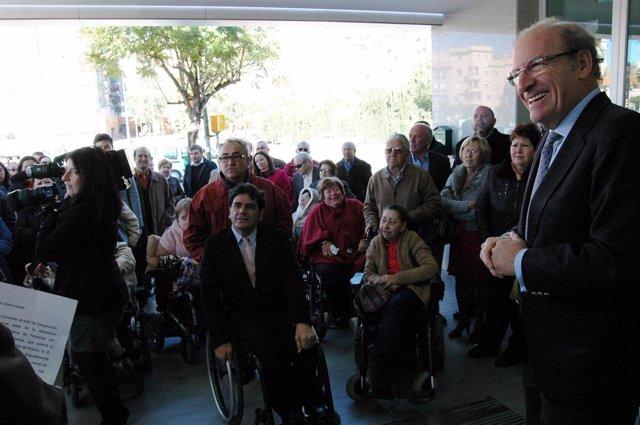 El alcalde de Huelva, Pedro Rodríguez, en la nueva sede de Frater.