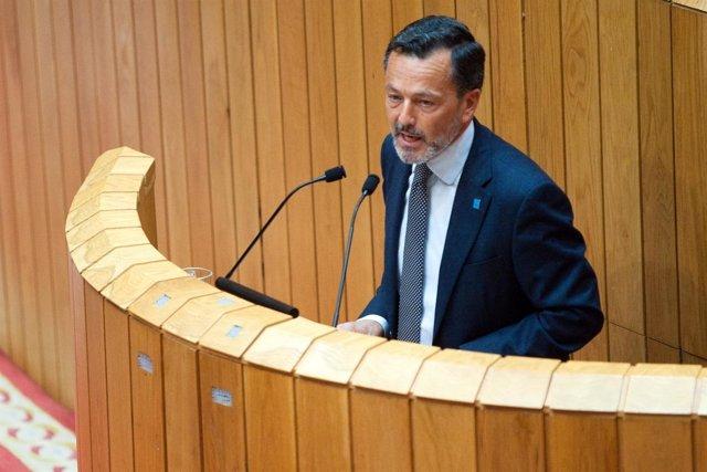 Agustín Hernández En La Tribuna Del Hemiciclo