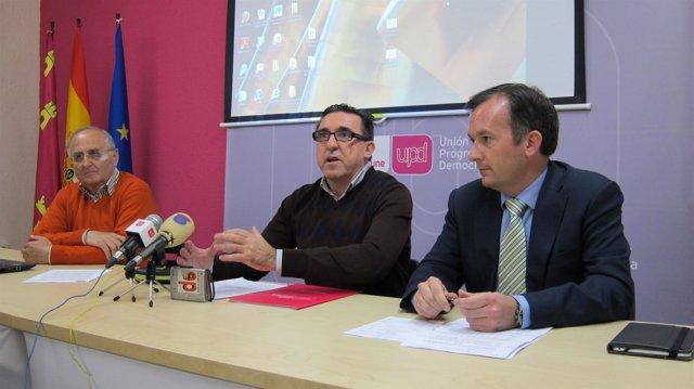 Rafael Sánchez junto al coordinador regional UPyD Andalucía y delegado de Águila