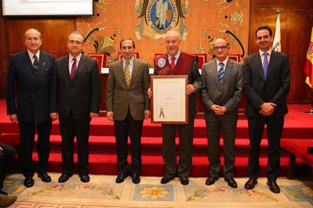 Vicente del Bosque recibe la Beca de Honor del Deporte de la UN.