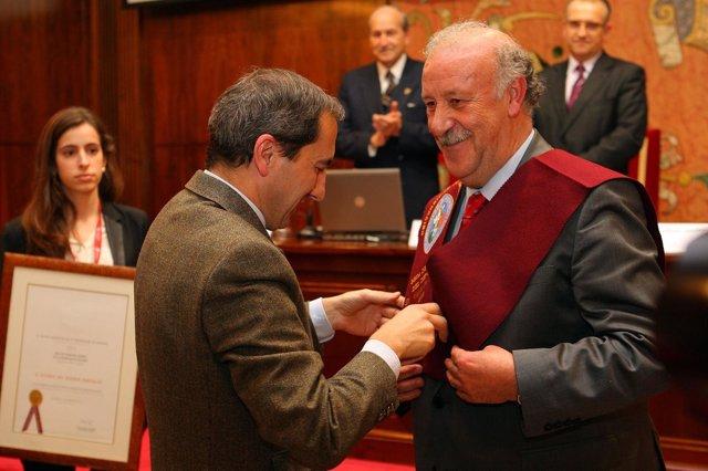 Del Bosque recibe la Beca de Honor de la Universidad de Navarra