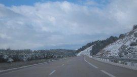 La nieve y el hielo condicionan la circulación en la A-52 en la zona de Verín (Ourense) y en la A-6 en Pedrafita (Lugo)