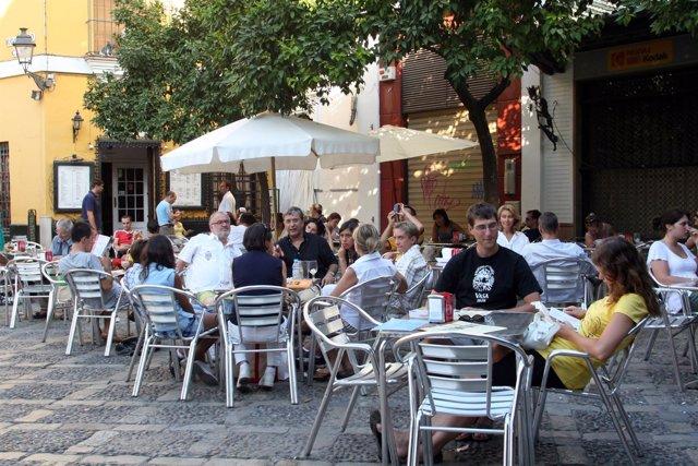 Turistas en el centro de Sevilla