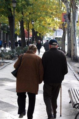 Los centenarios compaerten más genes con jóvenes que con octogenarios
