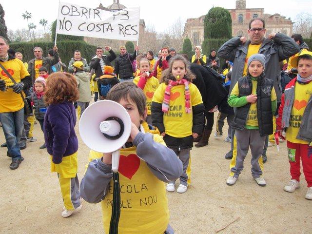 Concentración de escuelas ante el Parlament