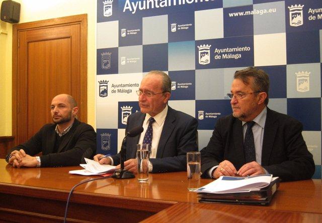 El alcalde de Málaga, Francisco de la Torre, junto a Raúl López y D. Maldonado