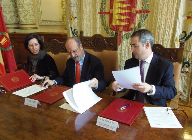 Firma del convenio entre La Caixa y el Ayuntamiento de Valladolid