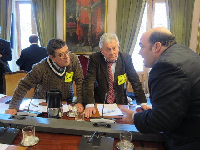 El alcalde de Oviedo con concejales de IU