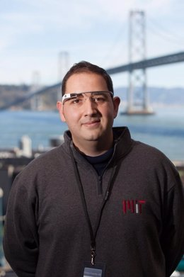 Julián beltrán con las Google Glass