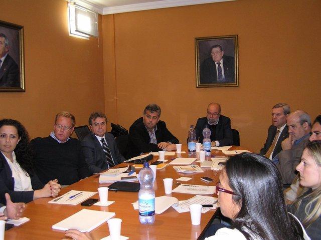 El viceconsejero de Turismo, Antonio Roldan, con empresarios hosteleros