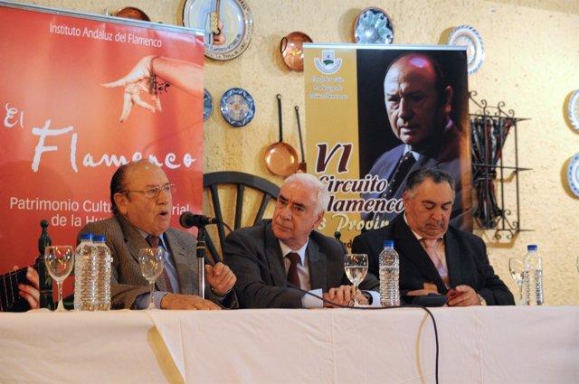 El consejero de Cultura firma acuerdo con las peñas flamencas
