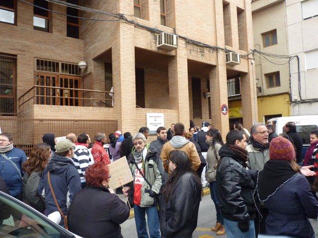 Acto en defensa de la familia denunciada por el IVVSA por ocupación ilegal