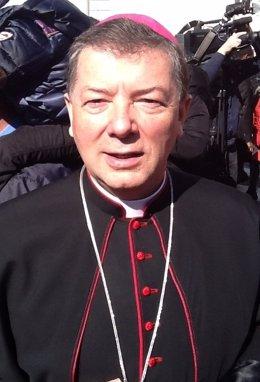 Martínez Camino en la última audiencia de Benedcito XVI