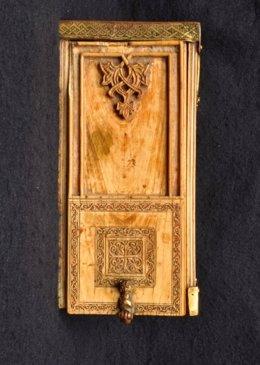 Caja islámica de marfil del santuario de San Miguel de Aralar.