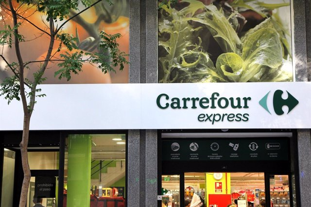 Fachada del nuevo Carrefour Express del barrio de Las Letras