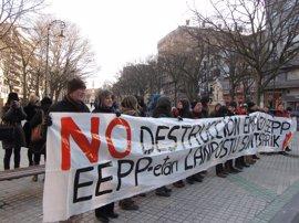 """Trabajadores de empresas públicas se concentran en Pamplona contra """"la destrucción de empleo"""" en el sector"""