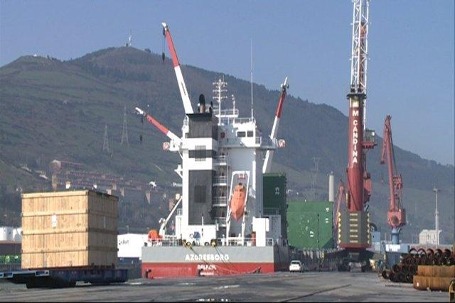 Imágenes del barco atracado en Santurtzi (Bizkaia)
