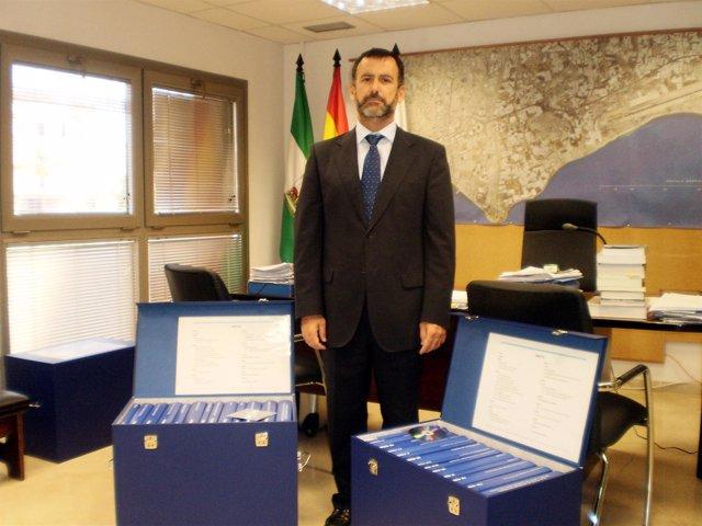 Pablo Venzal (PP) con el PGOU de Almería