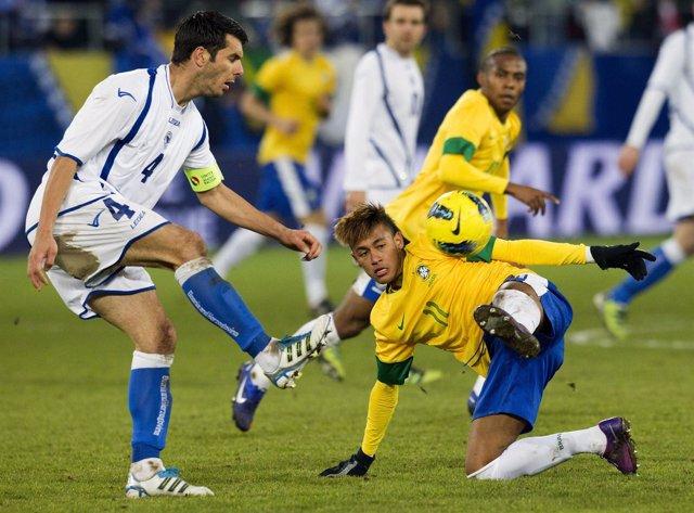 Neymar Pelea Con Spahic En El Amistoso De Brasil Ante Bosnia