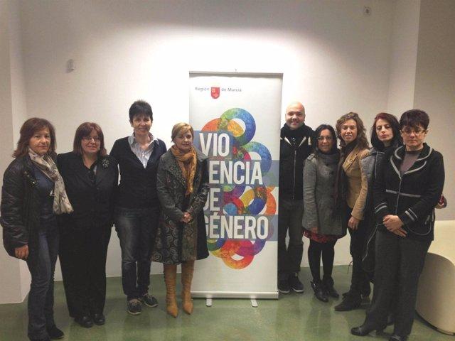López recibe a los participantes en el proyecto europeo 'Gender is Primary'