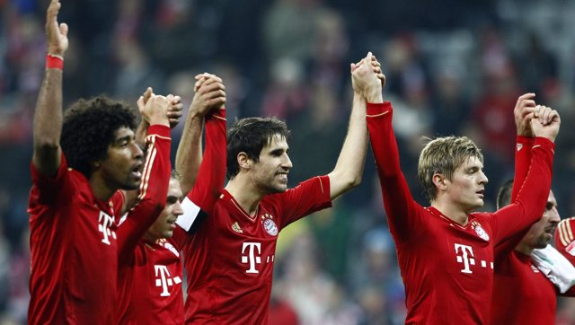 Lahm, Javi Martínez y Kross celebran la victoria del Bayern de Múnich