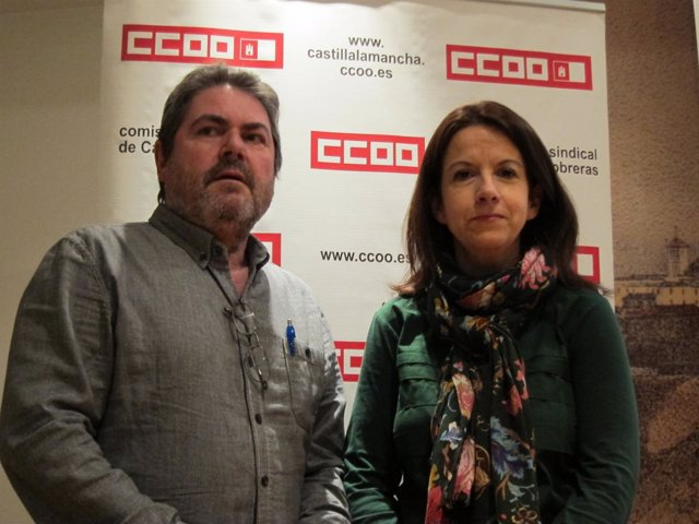 Los responsables de CCOO antes de la jornada
