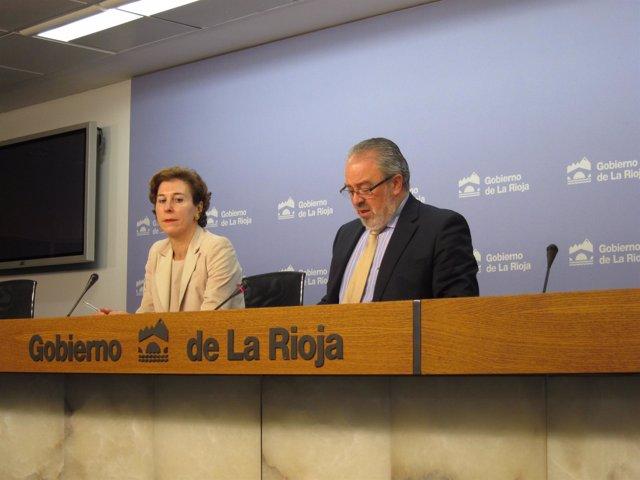 El consejero de Salud, José Ignacio Nieto, y la directora general de Farmacia