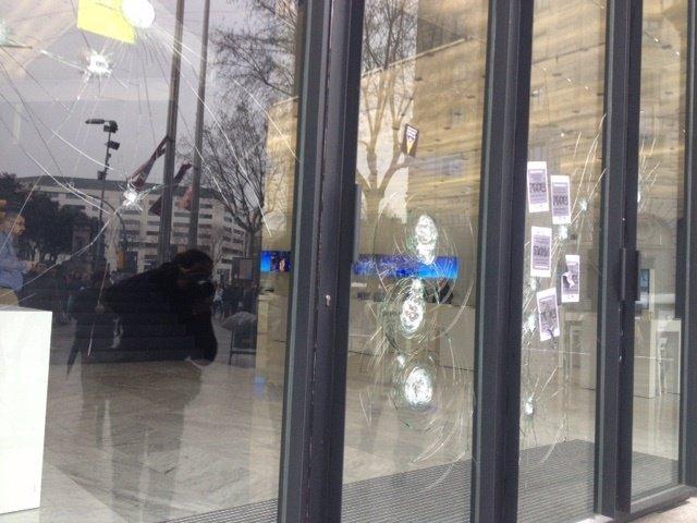 Destrozos en la sede del Mobile World Centre