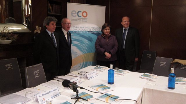 Imagen de los expertos antes de la presentación de las conclusiones del Foro
