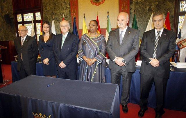 Foto de familia de la constitución de la Fundación