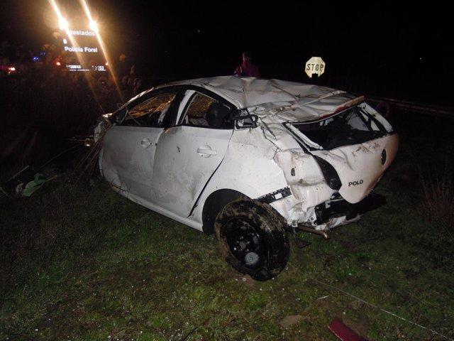 Fallece un conductor de 47 años al caer su automóvil a un canal de Arguedas