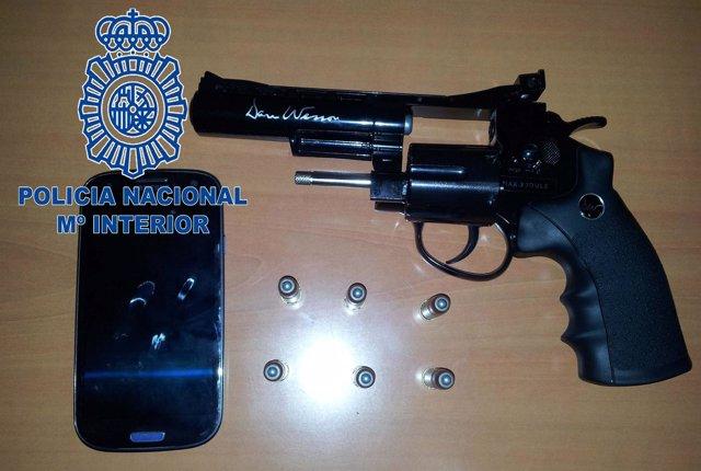 Móvil y pistola