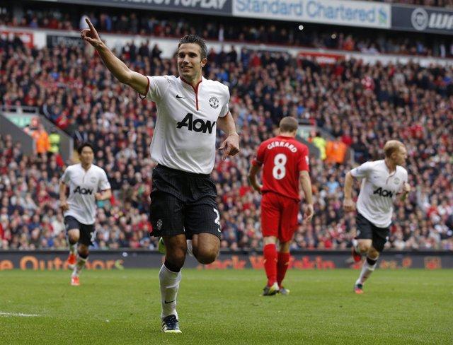 Van Persie celebra un gol ante el Liverpool