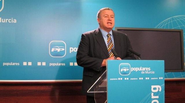 Francisco Bernabé en rueda de prensa en la sede del PP