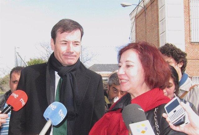 Tomás Gómez en una visita al IES Vasco Núñez de Balboa