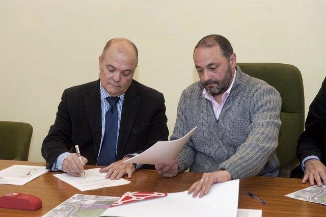 El consejero Luis Zarraluqui y el alcalde de Andosilla, José Manuel Terés.