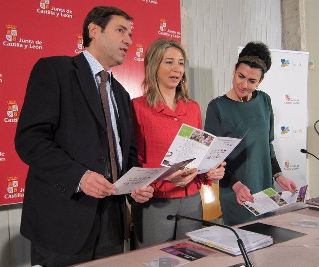 García, en el centro, junto a Javier Ramírez y Cristina Mateo