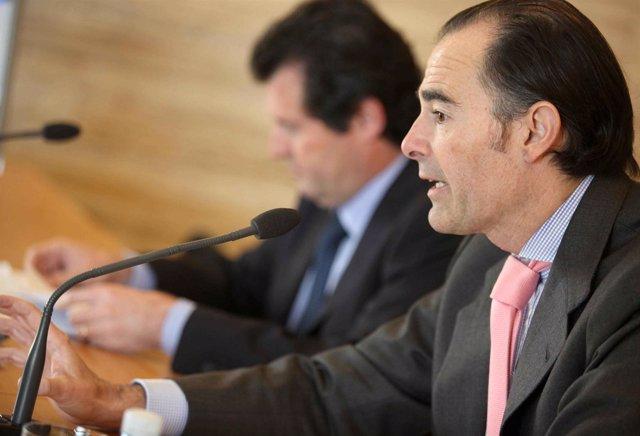 Manuel Llombart junto a José Císcar en la rueda de prensa posterior al pleno